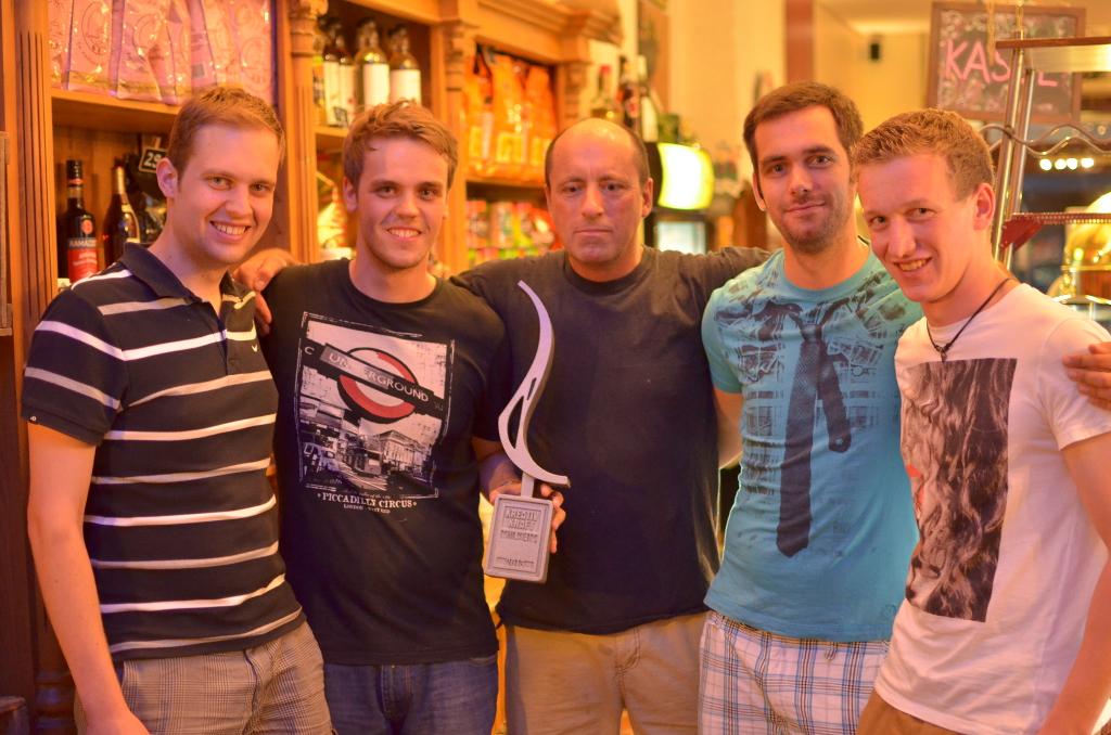 Das Rock n' Ruhr-Team mit Mocca Nova Chef Bernd Schlüter (Mitte) und dem KreativKraftPreis 2013